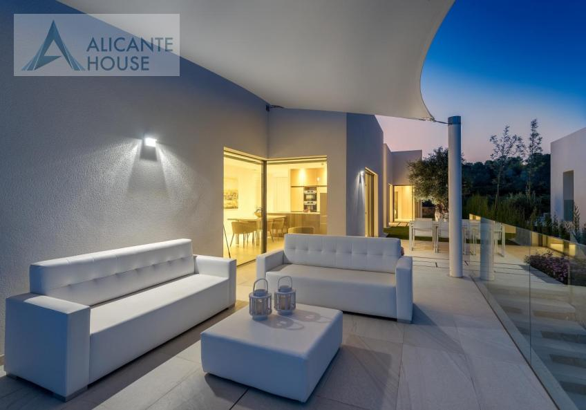 Modern villa in the best golf club in Spain