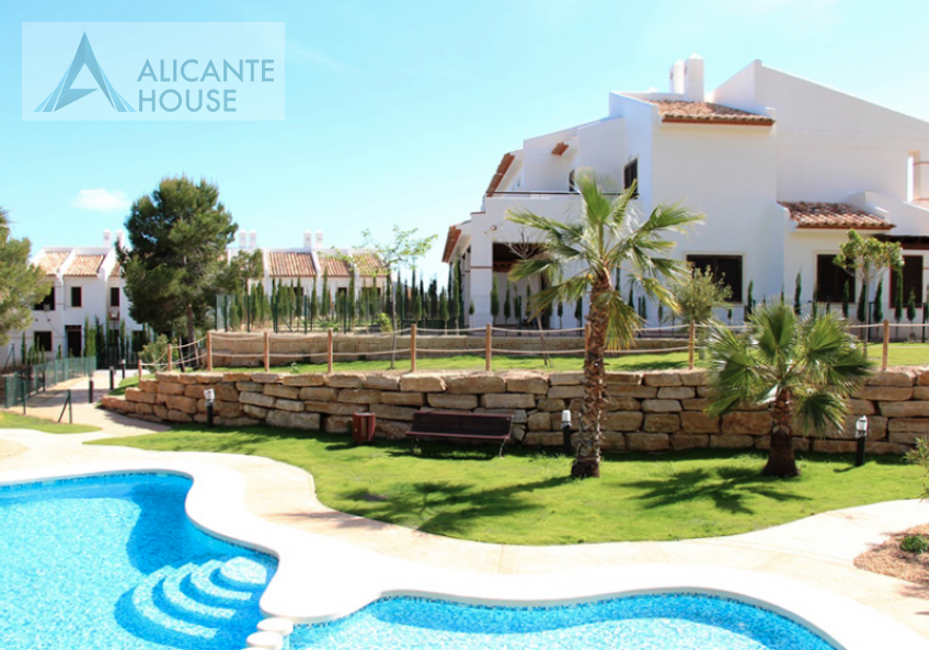 Townhouse with pool in Finestrat